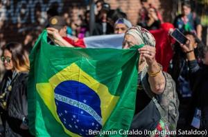 Cortejo em mendoza - Cecília com bandeira